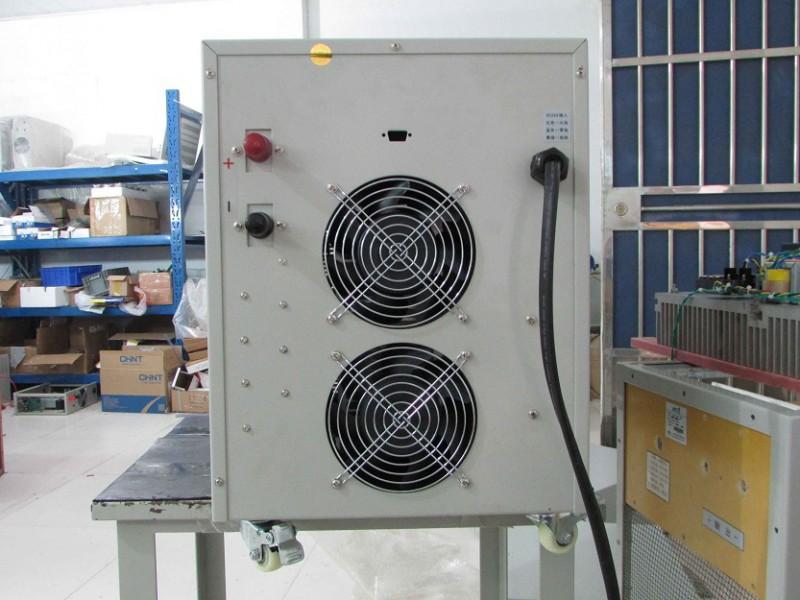 限压电路使输出电压钳压在限压值