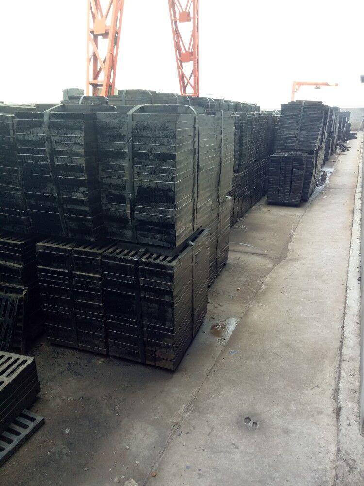聊城大昌金属材料有限公司是一家集给排水管道、管件、井盖生产与销售为一体的现代化企业。本公司所有产品均采用新的国家标准,其供水管道采用国家标准《GB13295200X水及燃气管道用球墨铁管、管件及附件》、《GB50028200X城镇燃气规范》、产品不仅可用于城镇天然气和煤气的承压输配地下管网,还能广泛用于输水、输油管道以及食品、制药、化工等行业的生产流程管网。 公司以雄厚的技术力量和一流的加工检测设备,按照ISO6594,GB/T12772 2008标准,生产的DN38一DN300的离心灰口铸铁管等系列产