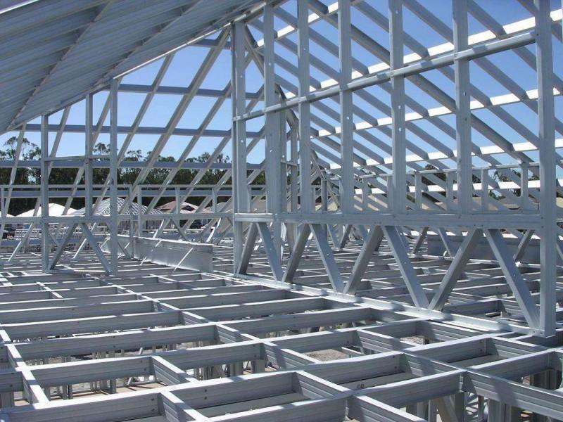 首先根据建筑功能要求,采用相应合理的结构体系.