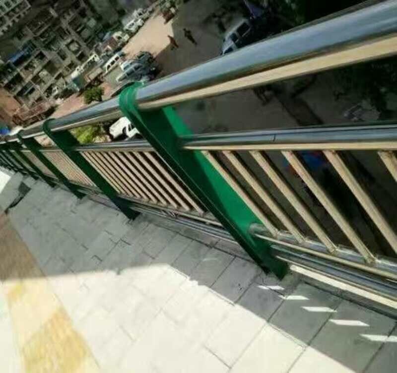 延边安图不锈钢特钢复合管护栏生产厂家