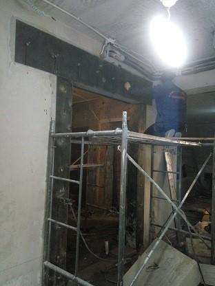2,粘钢加固技术::是通过建筑结构胶将钢板粘 贴到混凝土构件表面上
