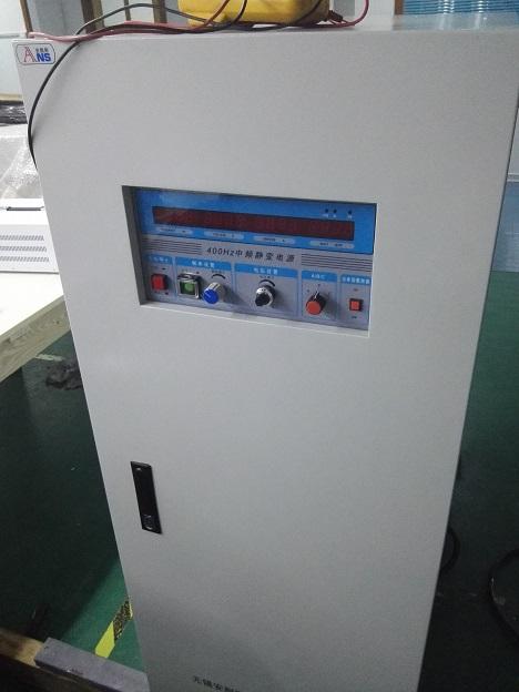 稳压和限流电路起作用,当输出电压升高或下降时,取样电压通过稳压电路