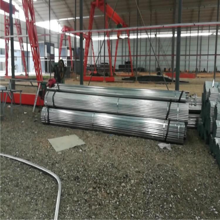 温室大棚棚顶结构不论使用土墙或砖墙墙体,都采用全钢架结构.