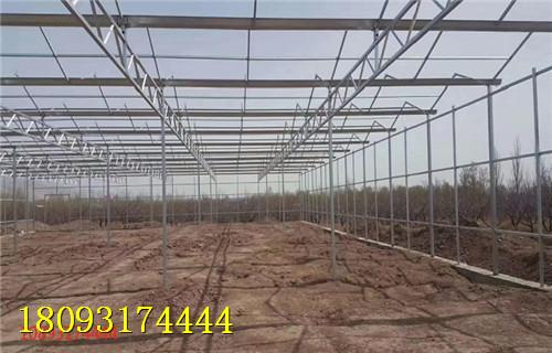 大棚结构    可以利用稻草,麦秸,生石灰等材料铺于行间吸附水蒸汽或