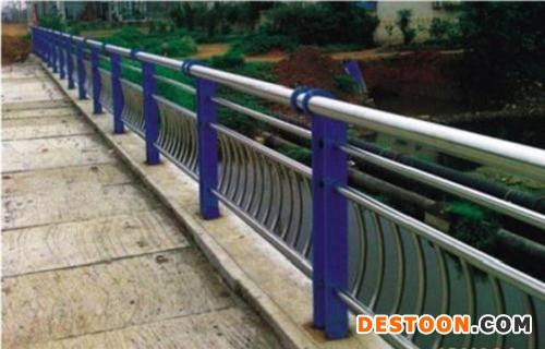 上海不锈钢复合管道路护栏厂家批发