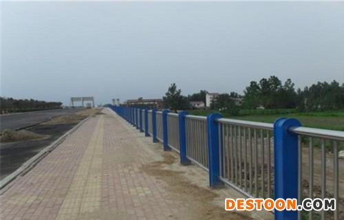 大连不锈钢复合管道路护栏批发价格低