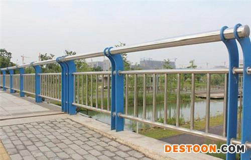 安顺不锈钢复合管道路护栏加工靠谱