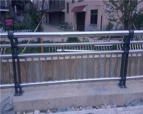 南平不锈钢碳素钢复合管护栏多少钱一米