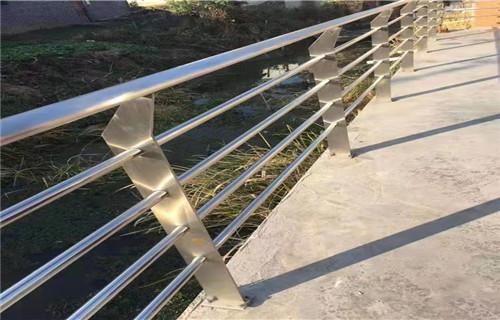 延安304不锈钢复合管护栏一米价格